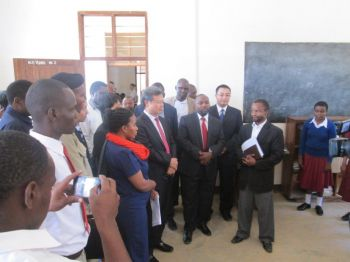 The Chinese Ambassador visits the School's ICAP Resource Unit for blind and visually impaired students.